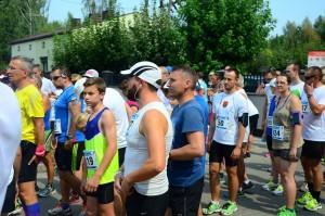 Przed startem na 5 km - Łukasz Majewski po prawej stronie.